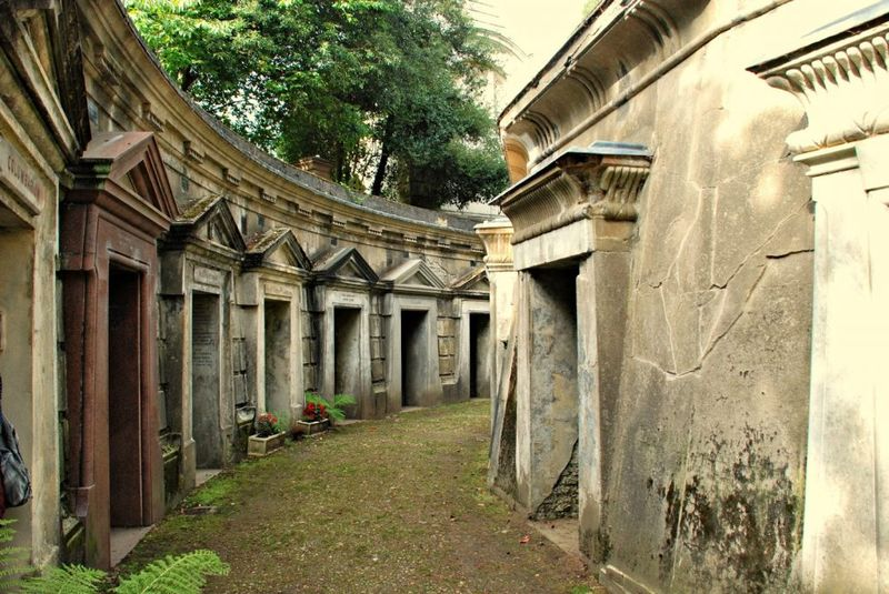 highgate-cemetery-universal-tour-guide