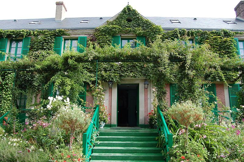 monet's house façade in giverny france