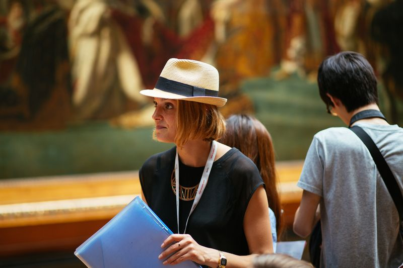 guided tour in the louvre museum paris