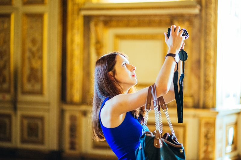 take pictures at the louvre museum paris