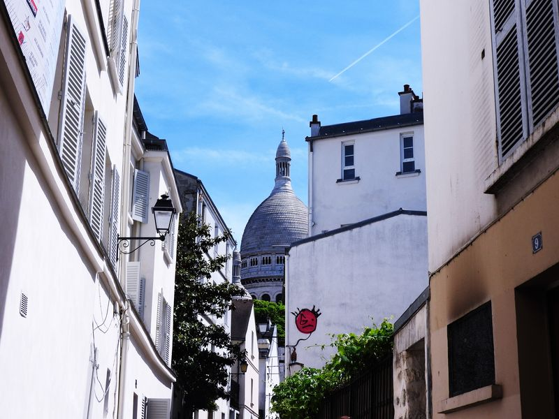 guided tour to discover the picturesque neighborhood of montmartre paris