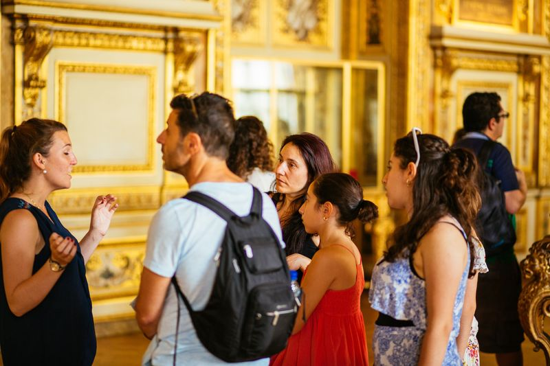 palace of versailles france guided tour with universal tourguide