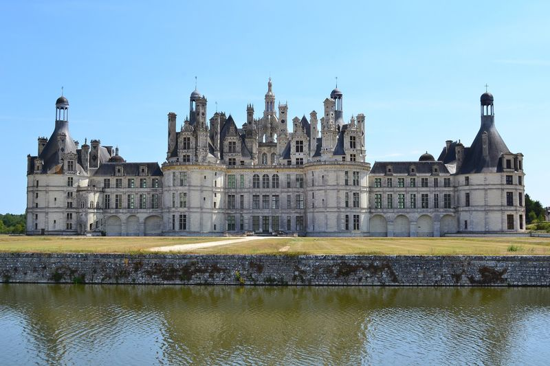 discover chambord castle with universal tour guide
