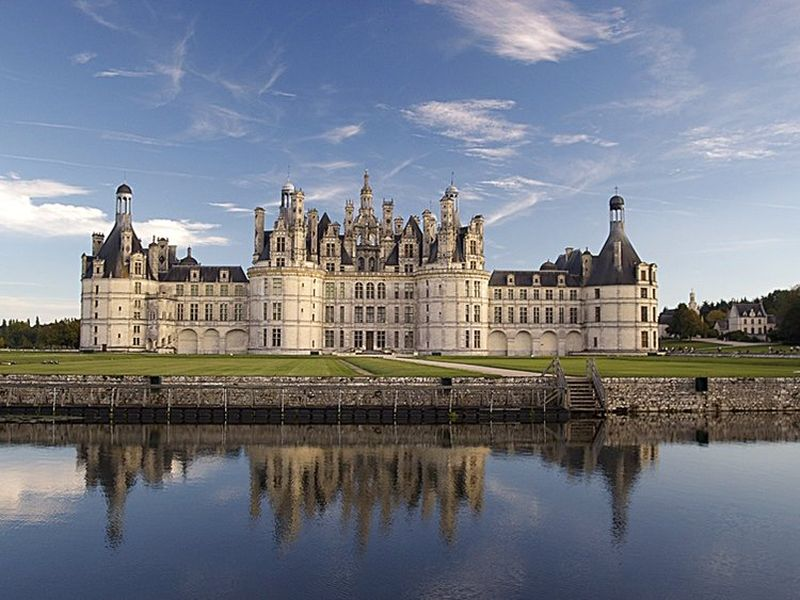 chambord castle tour with universal tour guide