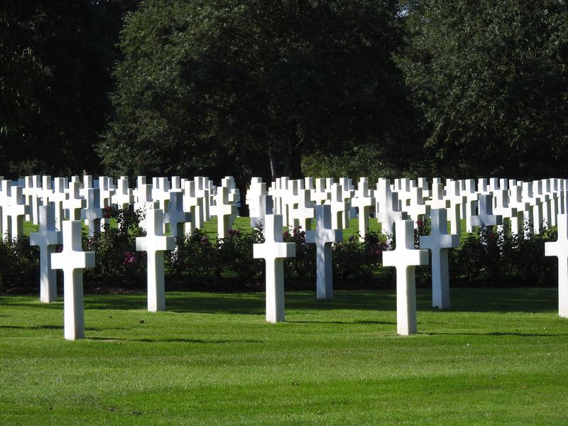 graves in american cemetery normandy