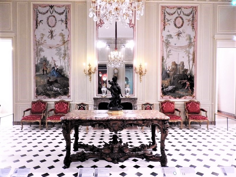 king's private apartments in louvre france