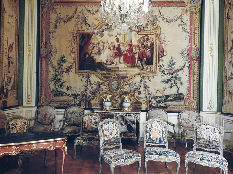 walk around louvre france luxurious king's apartments