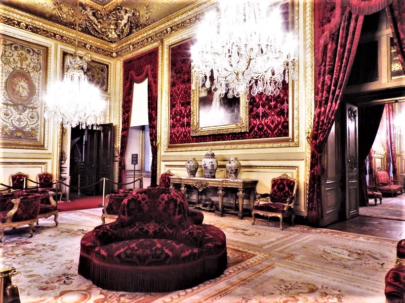 louvre luxurious king's apartments guided tour with universal tour guide