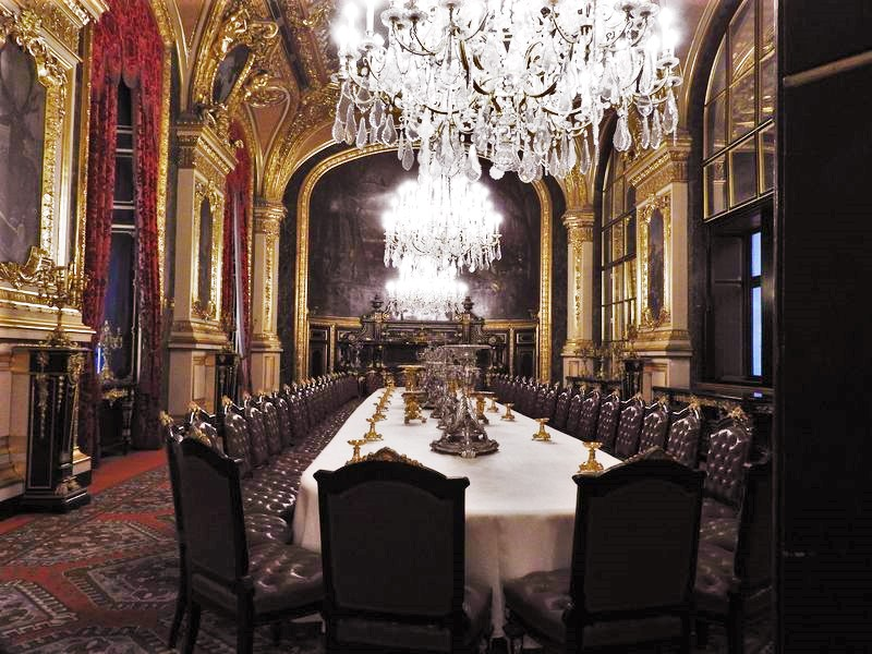 dining room in louvre france king's apartments