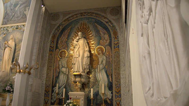 mosaic of angels in the chapel dedicated to miraculous medal