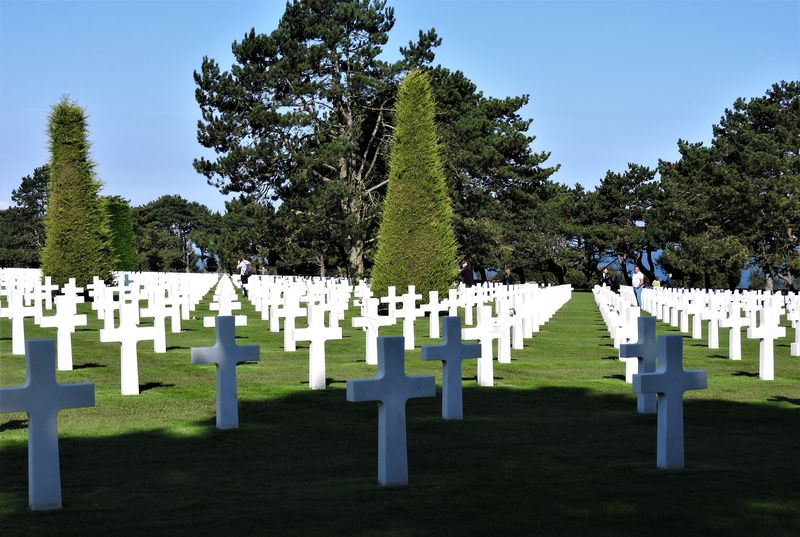 burials in american cemetery normandy