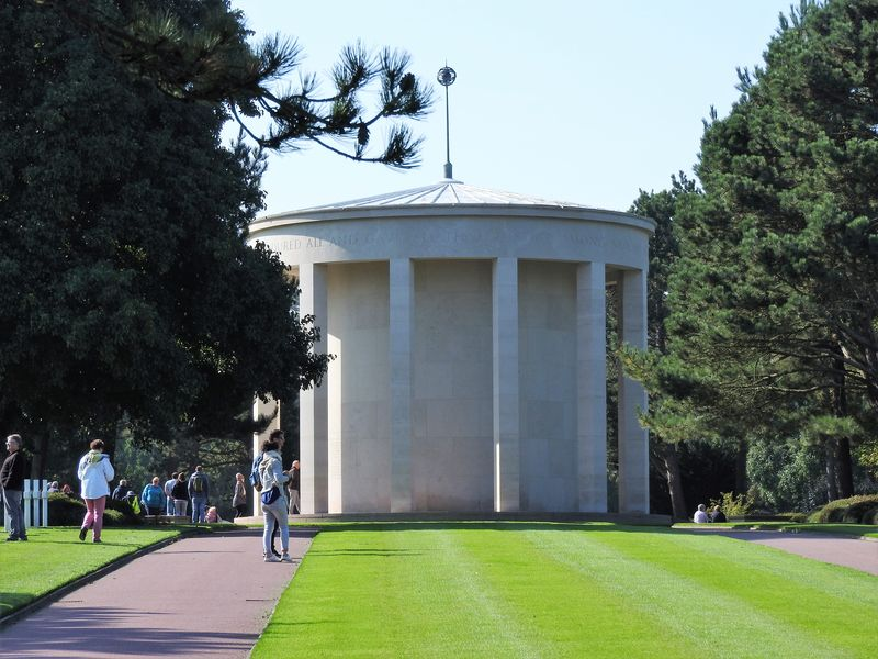 american cemetery normandy walking tour with universal tour guide