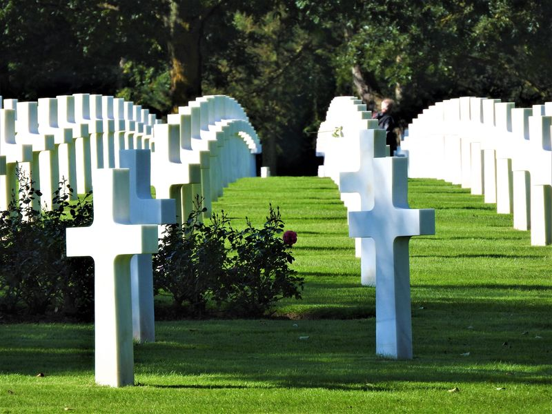 white headstones in american cemetery normandy