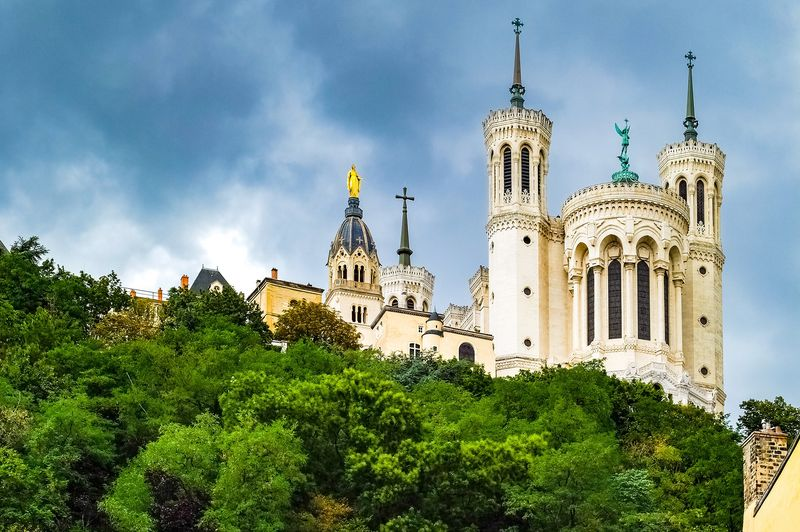 visit of notre dame de fourviere lyon france with universal tour guide
