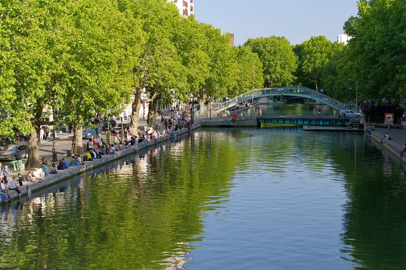 paris off the beaten track Le_long_du_Canal_St_Martin