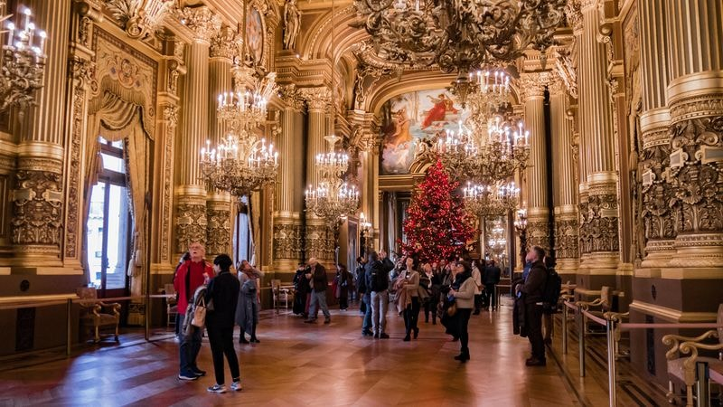 guided tour during chritsmas at paris opera house