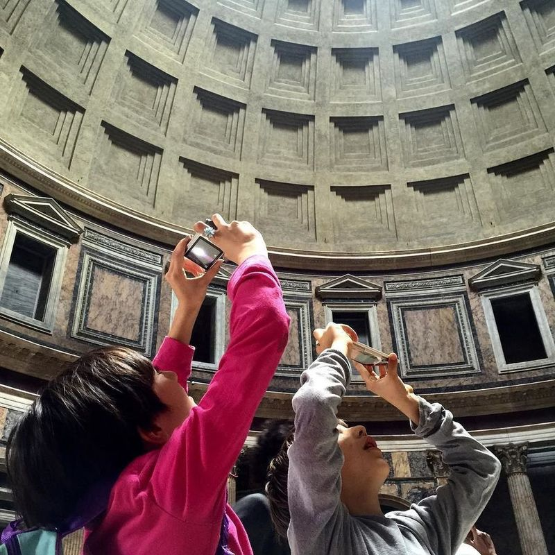 discover the inside of the pantheon