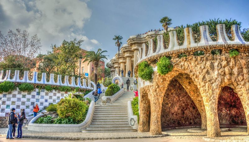 discover park guell barcelona with a professional guide