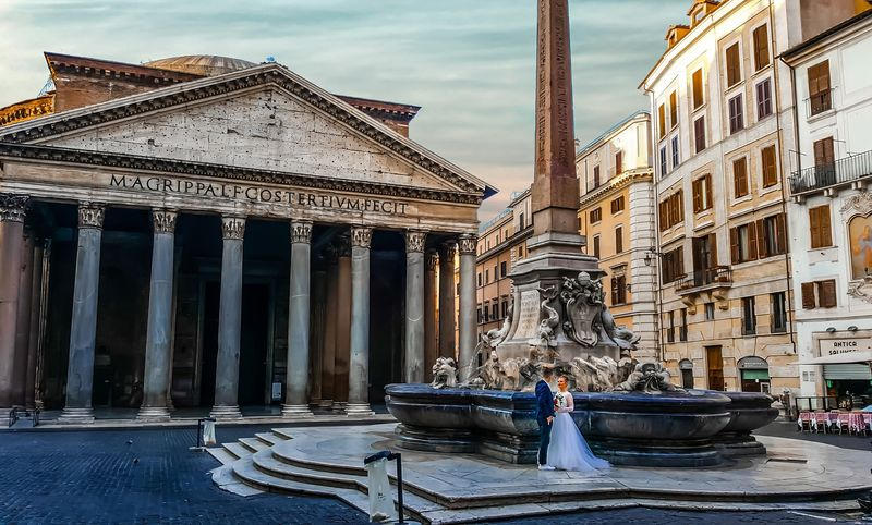the fontana del pantheon in rome