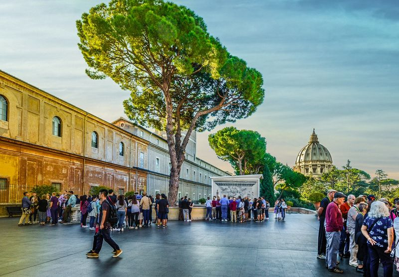 vatican highlights skip the line tour with universal tourguide