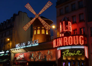moulin rouge in paris montmartre