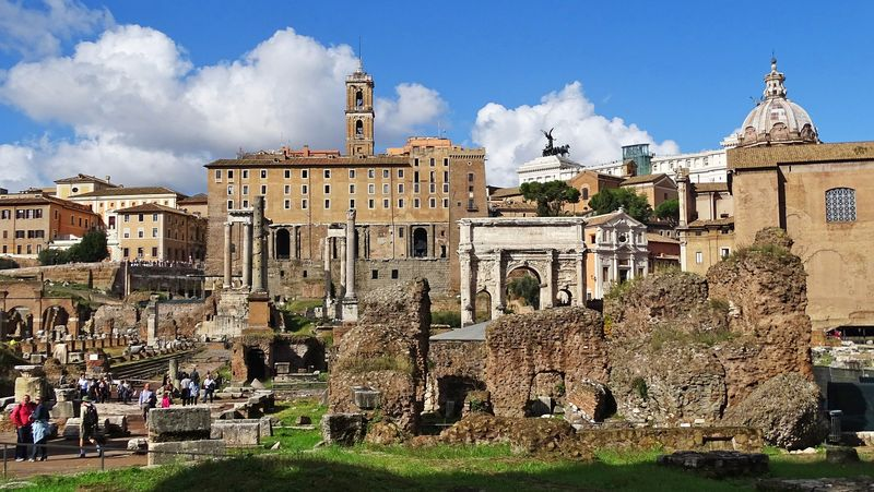 colosseum rome and roman forum family tour with universal tour guide