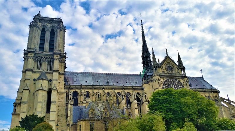 notre dame cathedral and its gothic architecture