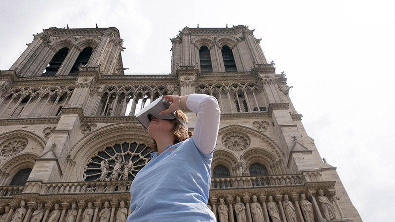 explore notre dame de paris with virtual reality