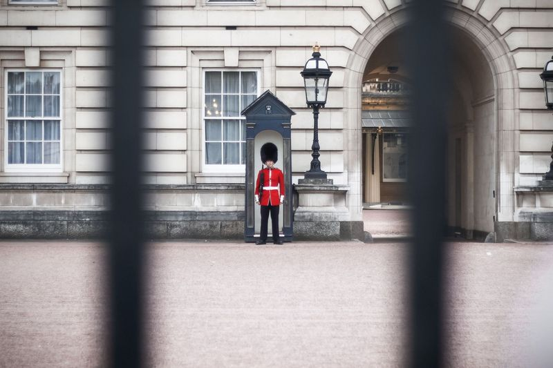 Guard standing in front of Buckingham Palace