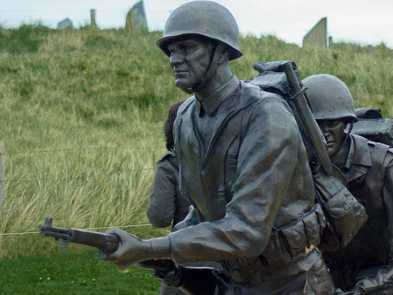 Normandy-landing-tour-Omaha-beach-soldiers